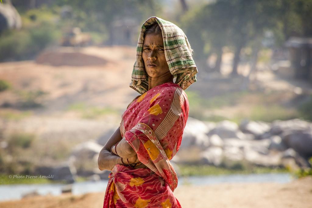 HAMPI : PORTRAIT DUNE JEUNE FEMME