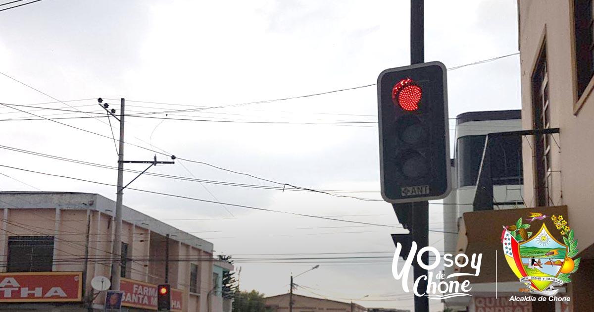 Dirección de Tránsito Municipal arregló semáforo de calle 7 de Agosto