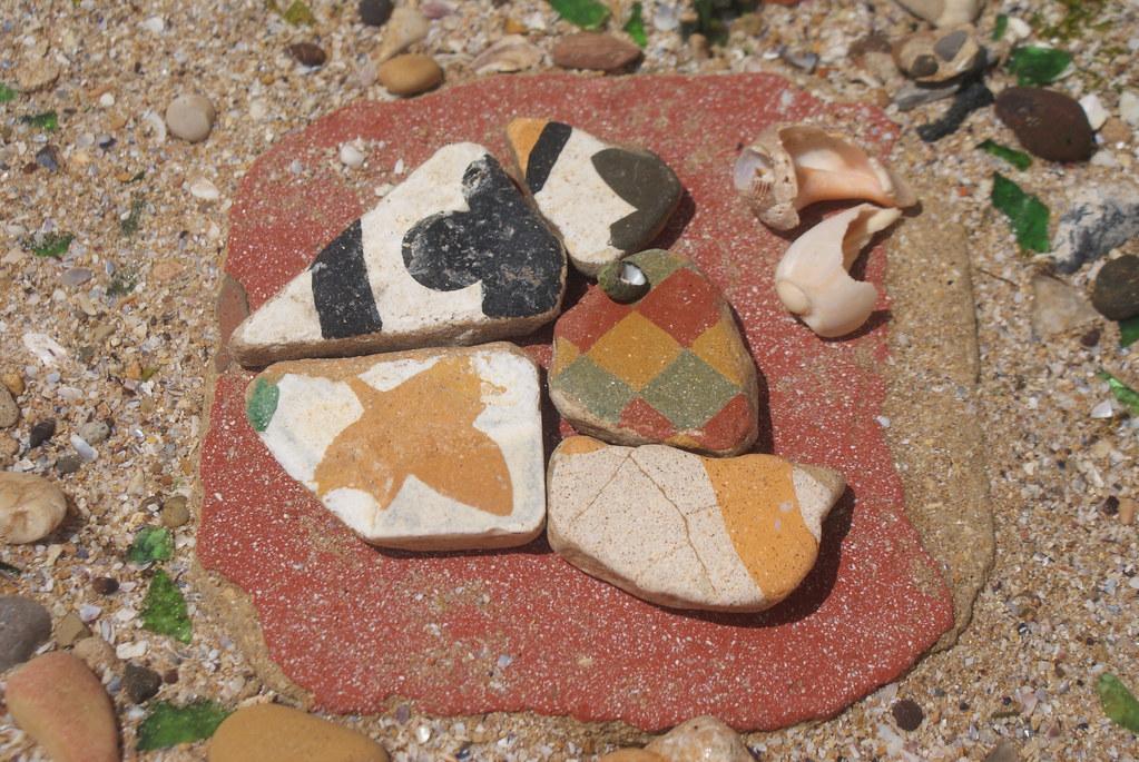> Quelques bouts de faiences trouvés à Essaouira au Maroc.