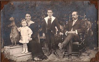 0843 Family in garden, Stawell 1909