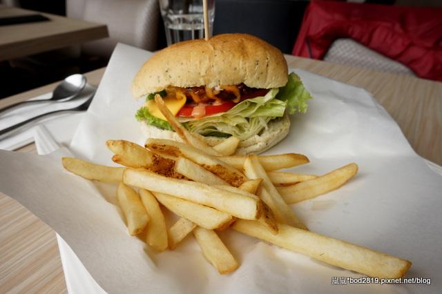 13925018279 fb60b6113c o - 【台中西區】白水尼克-最有名的早餐似乎不錯,但其他真的還好而已(已歇業)