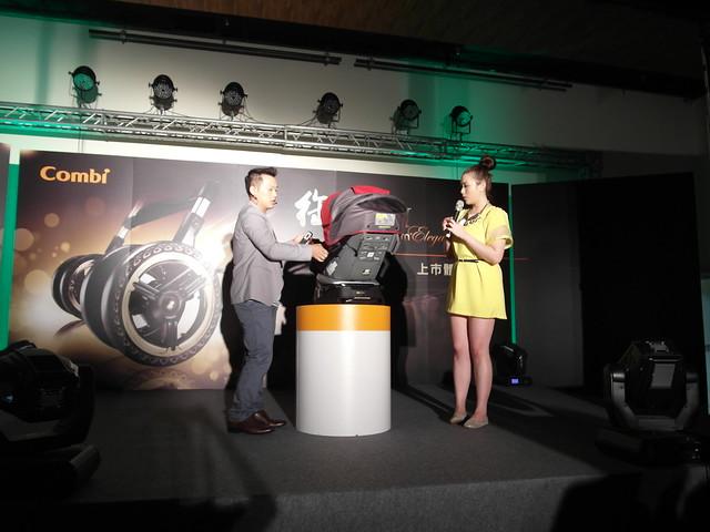 可以自由調整角度的 Luxtia turn 360 汽座,可自行調整面向前或面向後,作為成長汽座很實用!@Combi御捷輪III手推車2014新品上市體驗會