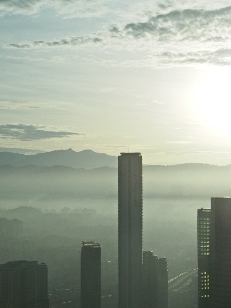 今天早上在双峰塔四十二楼 This morning at KLCC Tower 2 42nd floor