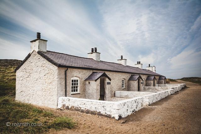 Pilots' Cottages, Ynys Llanddwyn