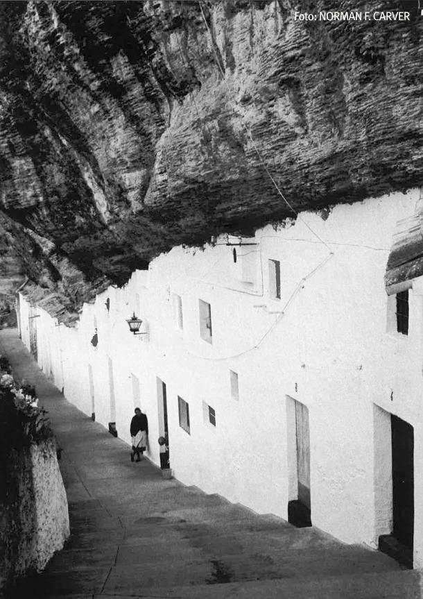La impresionante calle Calcetas, fotografiada en los años '70. Foto: NORMAN F. CARVER Más información <a href=