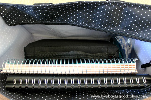 Thirty One Giveaway - Zip Top Organizing Utility Tote  - the winner can pick the design that they like the best! #giveaway