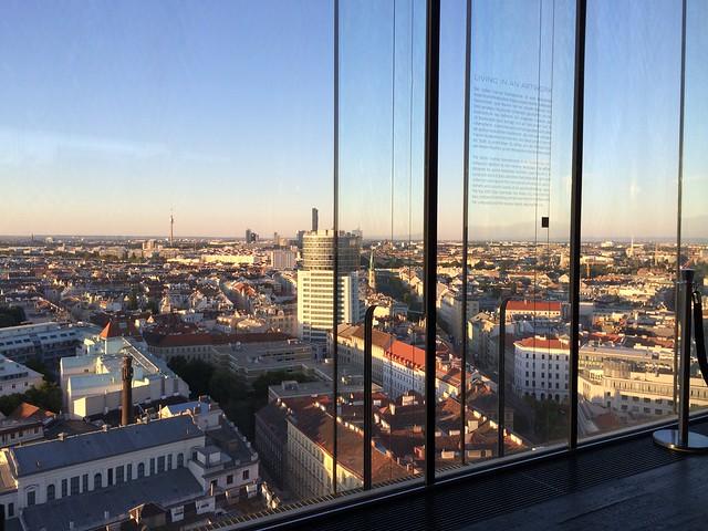 Knapp vor dem Sonnenuntergang - Blick Richtung Donauturm