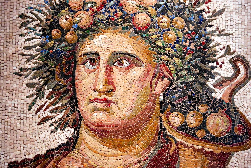 MAN. Mosaico romano del Genio del Año