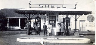 Maroc, années 1940 ou 1950, station essence shell - Morocco, gas station