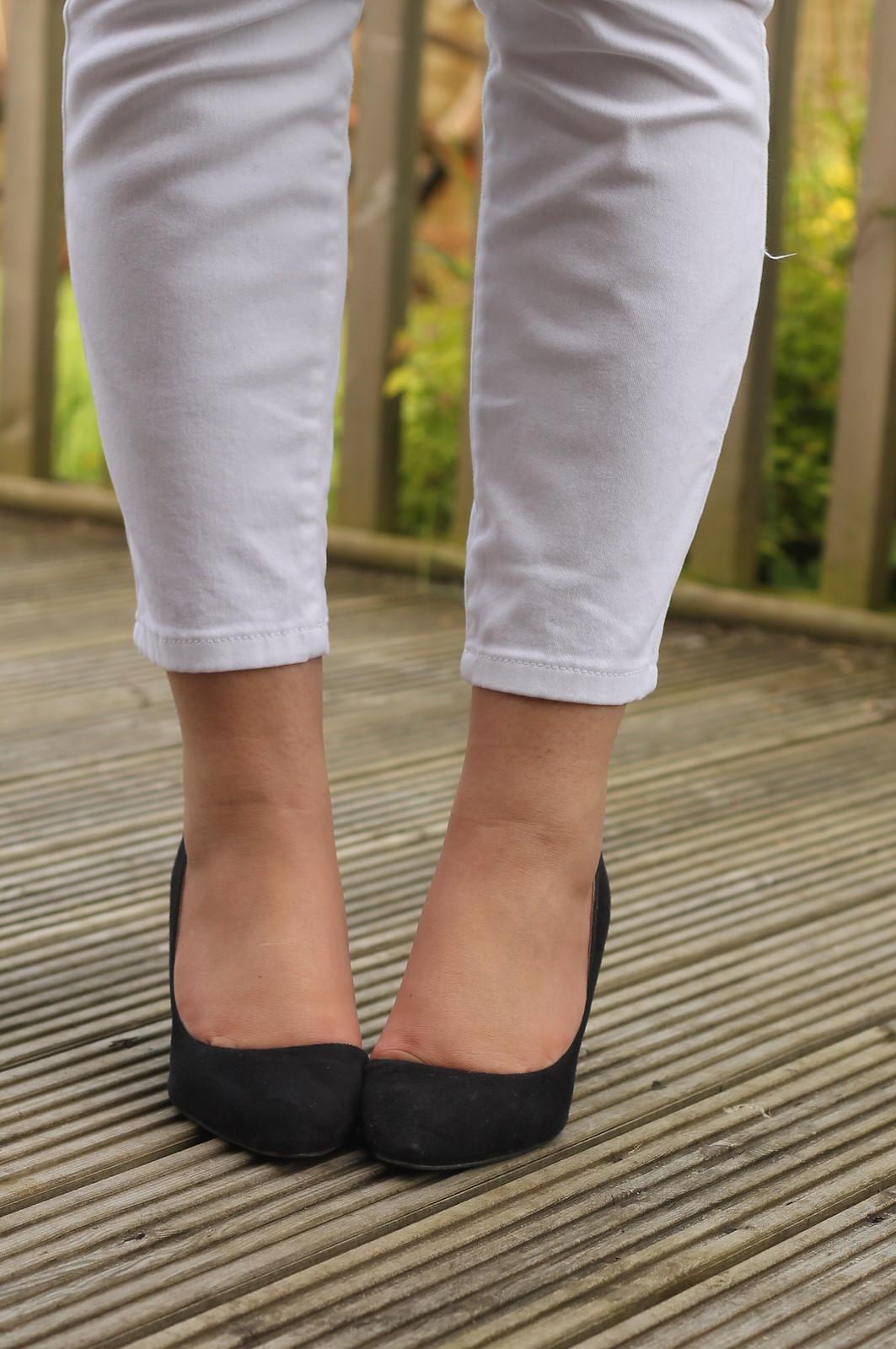Black heels with white capris