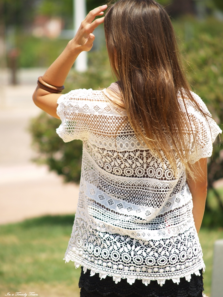 OUTFIT LACE AND WEDGE SANDALS