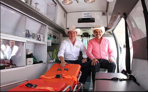 El Gobernador Rodrigo Medina Entrega Ambulancia de AEERSA