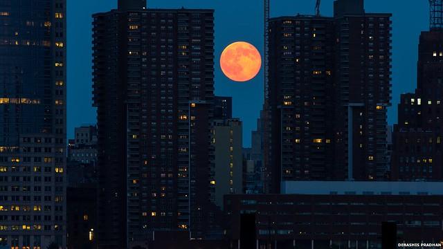 Moon's orbit of the Earth