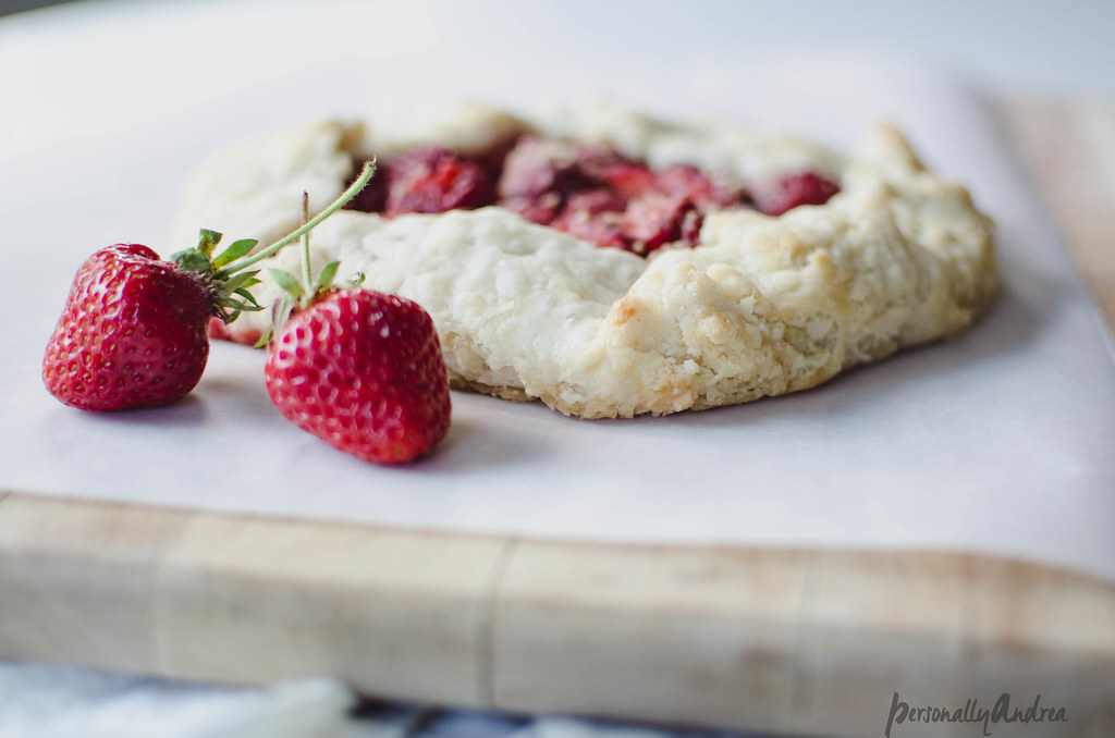 Galette with Fresh Fruit & Almond | personallyandrea.com