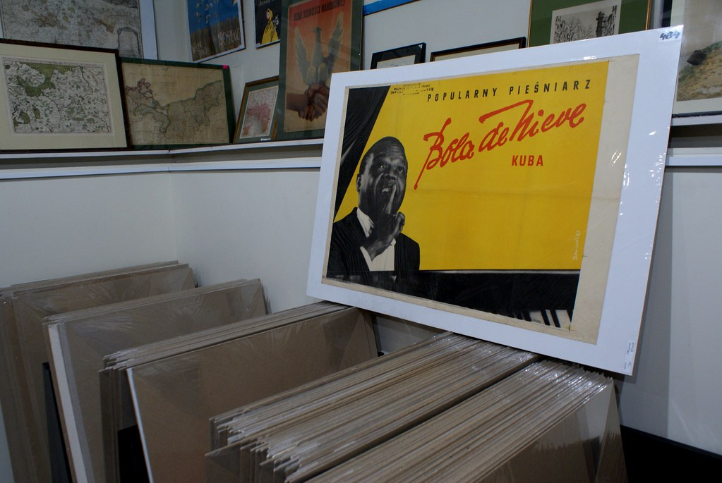 Affiche de Bola de Nieve, pianiste cubain dans une librarie de livres anciens de Cracovie.