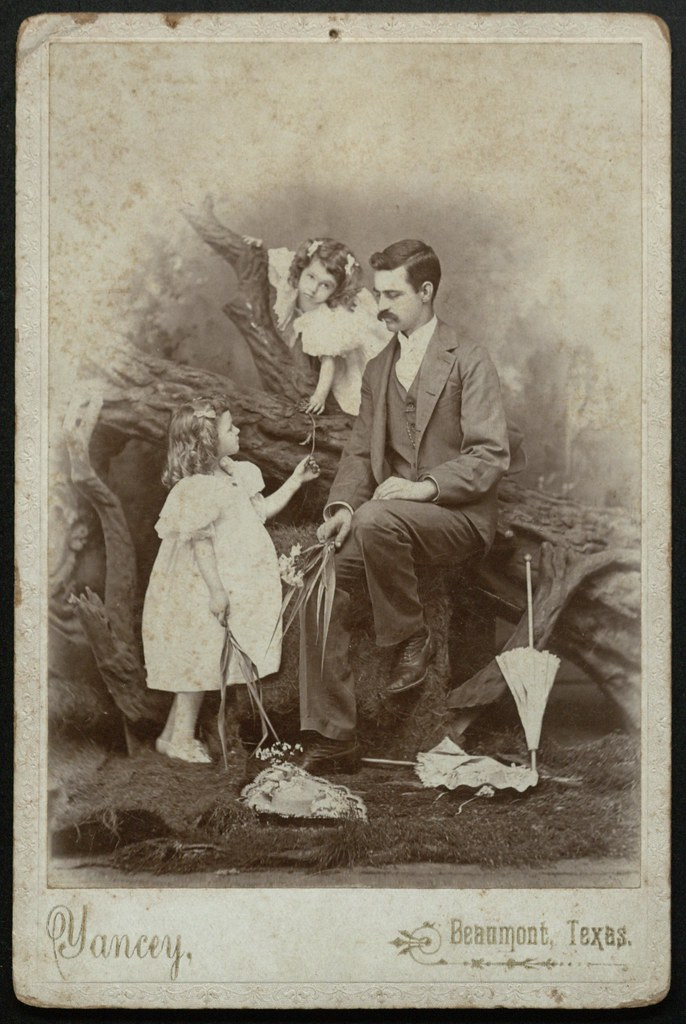 Portrait of Frank J. Bettis with His Daughters Novaline and Frankie (AC339-016-052-003)