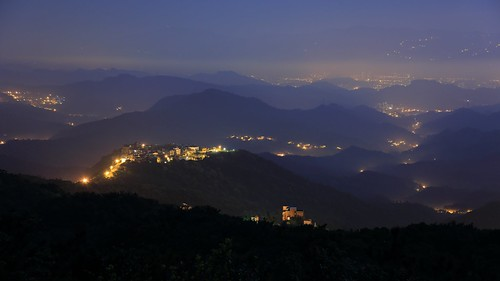 morning travel pink light sky mist mountain mountains color fog night clouds sunrise canon landscape photography dawn lights twilight cityscape silent view image hill taiwan atmosphere mount valley taipei nightscene rays nightview lightning temperature 自然 夜景 hdr 風景 valleyview crepuscularrays pinkclouds crepuscular nightexposure 台北市 五指山 nightcity 汐止 晨曦 耶穌光 landscapephotography 霧 清晨 雲霧 山景 芒草 山谷 芒花 晨景 嵐 山色 色溫 霞光 rosyclouds 彩霞 風景攝影 台灣風景 上帝之梯 色溫攝影 晨霞 谷景 琉璃光 平流霧 丁達爾效應 nightcoloredglaze