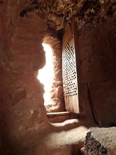 Schwere Türen sichern die Gänge der Mönche