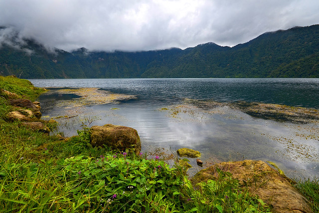 Lake_holon1