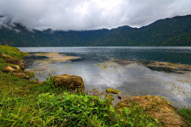 Lake_holon1