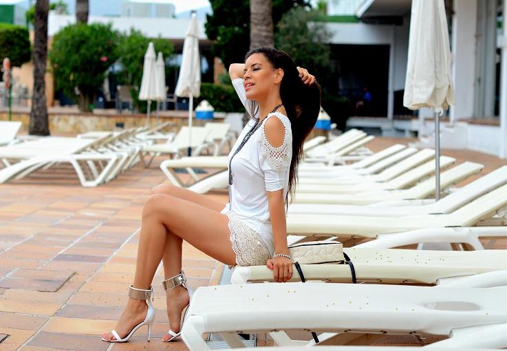 DSC_2439 all white outfit, Ibiza, Zara white strappy heels2