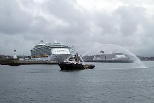 El Goliat y un David de los cruceros, en Getxo (Foto cortesía Puerto de Bilbao).