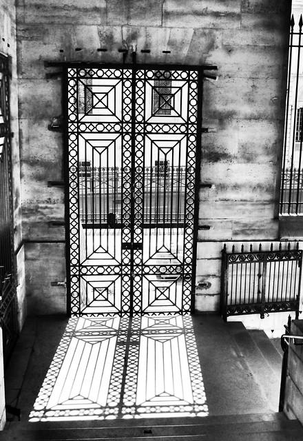Panthéon metal gate