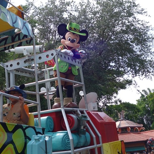 Mickey's Jammin' Jungle Parade。ミッキーさん。