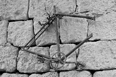 Le cadre suspendu. (St.-Georges-de-Levejac, Gorges du Tarn France).