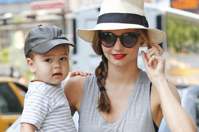 Celebrity-Style-Miranda-Kerr-Rocks-Trendy-Side-Braid-and-Fedora-3