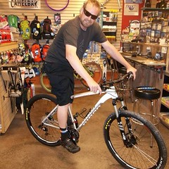 Brett H w/ his new @ninerbikes Air 9 #mtb #cycling #aloha