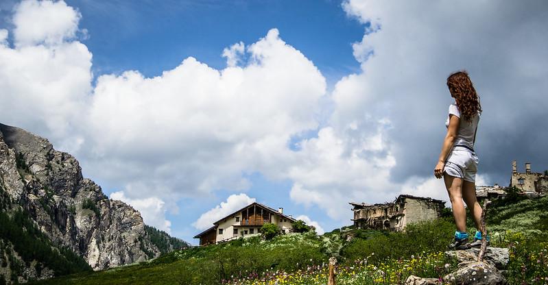 borgata Troncea diroccata, nuvole e colori