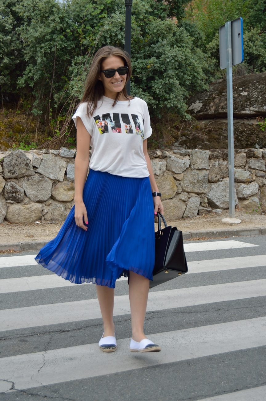 lara-vazquez-madlula-blog-style-fashion-trends-midi-blue-skirt-she-moves-in-her-own-way