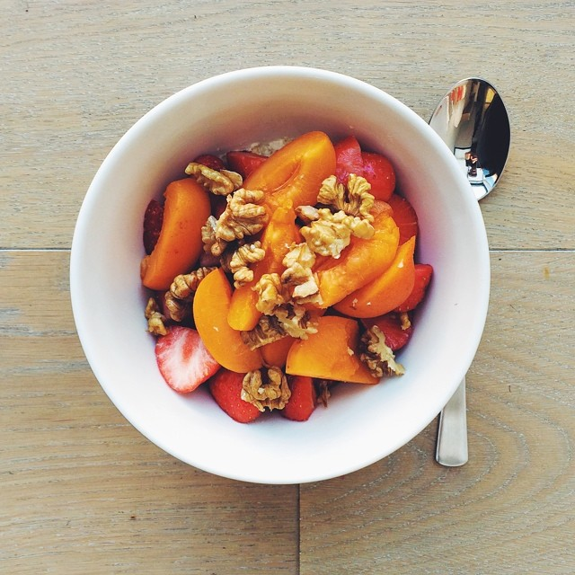 Breakfast fruit salads. Apricots week: apricots, strawberries, walnuts, oats soaked in milk (almond). #instafood #instasalad #feelgood #healthy #healthyfood #saladpride #saladlove #saladjam #salad #vegetarian #vegan #desk #veg #veganfood #veganshare #clea