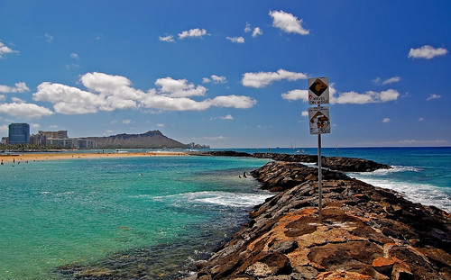ocean sky clouds hawaii nikon waikiki oahu magicisland pacificocean diamondhead warningsigns alamoana alamoanabeachpark yabbadabbadoo d40 nikond40 ainamoana