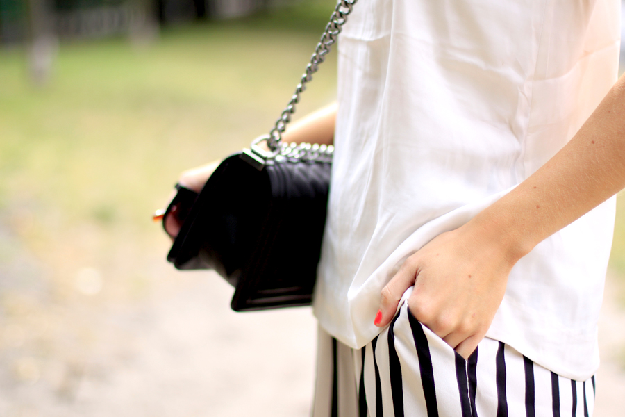 summer outfit striped wide pants white top zara h&m conscious collection oversized look chanel fashion fashionblogger berlin Ricarda Schernus CATS & DOGS 5