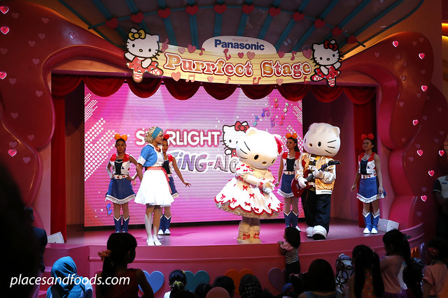 hello kitty town johor purrfect stage