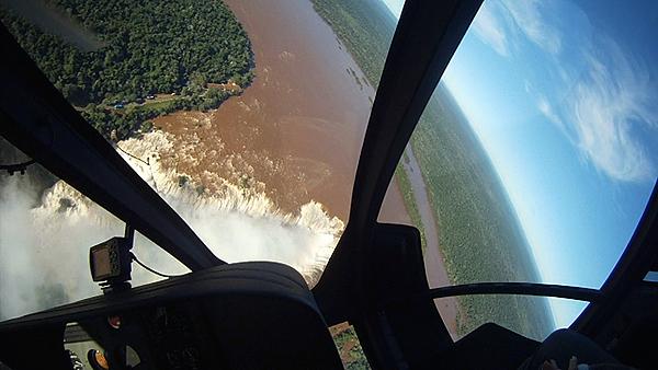Momentazo en helicoptero en Brasil