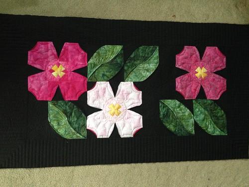 Carolina Dogwood - tablerunner - Quilt Pictures, Patterns ... : dogwood quilt pattern - Adamdwight.com