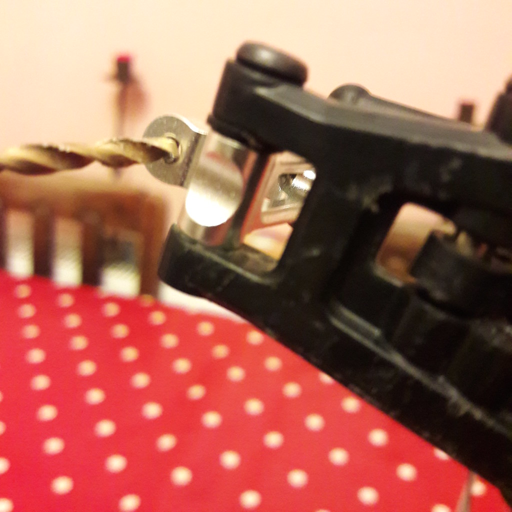 GPM upright conversion from crappy threaded pin that falls out to e-clip shaft on Tamiya DT03 chassis