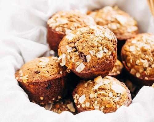 super-moist-healthy-carrot-cake-muffins