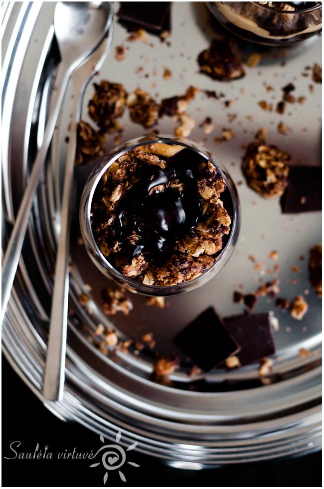 Sluoksniuotas avižinių sausainių, šokolado ir riešutų sviesto desertas (2)