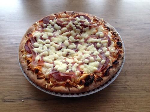 Pizza Salami-Schinken / Pizza salami prosciutto