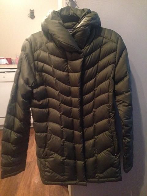 FS  Women s Patagonia shorts and down jacket bae43b14f