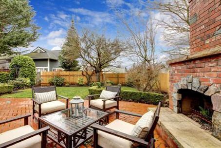 outdoor converstation patio set in garden