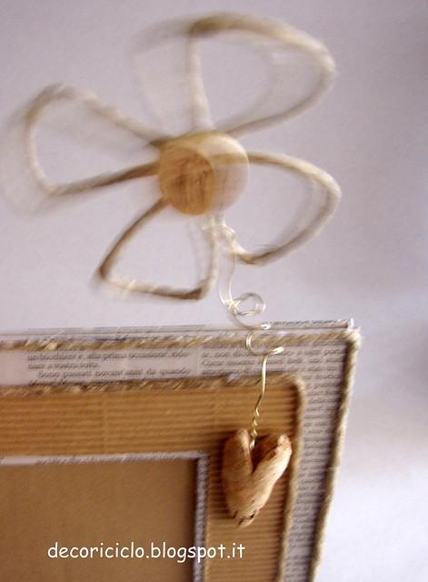 portafoto di cartone, carta giornale, cartoncino, sughero, metallo e spago 4