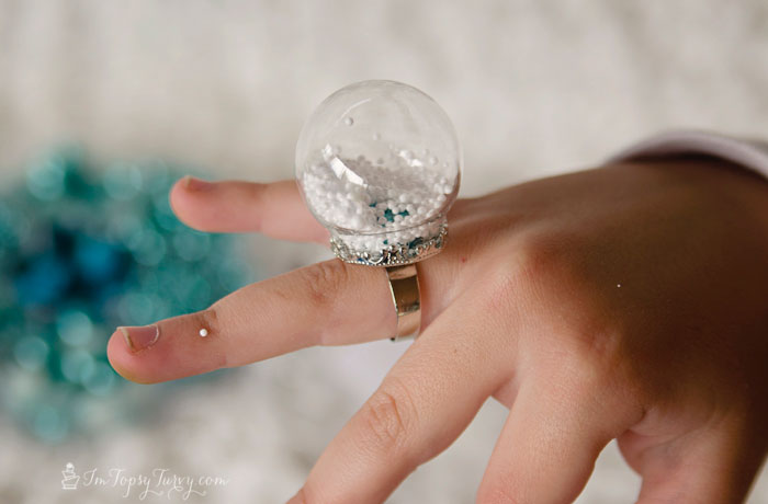 frozen-birthday-party-snow-globe-ring-tutorial