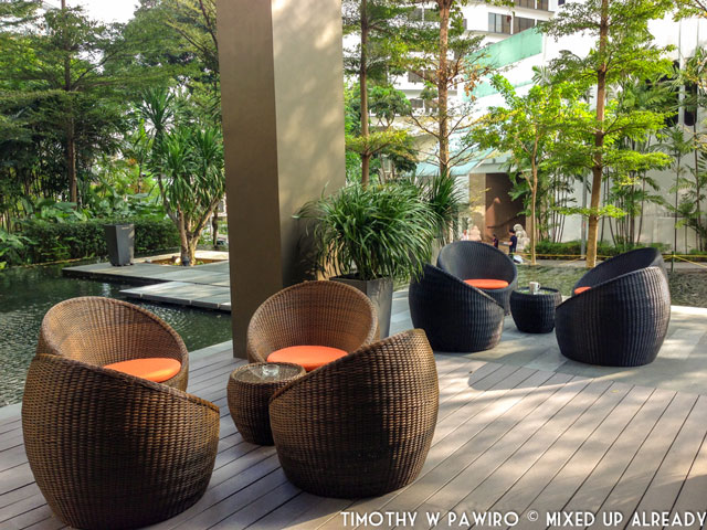 Asia - Singapore - Quincy Hotel - The restaurant - Outdoor seatings
