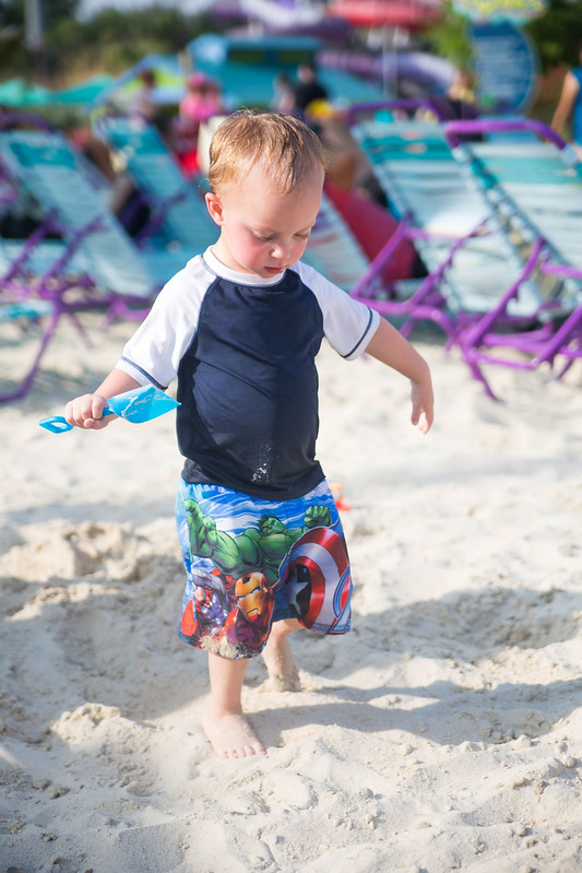 Toddler Playing in Sand at Aquatica #BBBestSummer #Shop