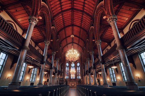 windows light church architecture candles shadows sweden interior basilica gothic columns steps arches altar nave chandelier sverige arcades benches confessional norrköping chancel hdr pointed revival lancet aisles cealing altarpiece matteuskyrkan absid
